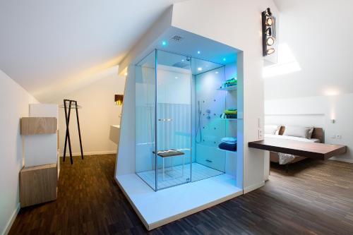 A bathroom at B&B Snooz Inn