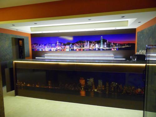 Фоайе или бар в Hotel Amigos