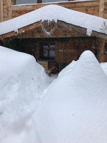 Chalet Pomme de Pin during the winter