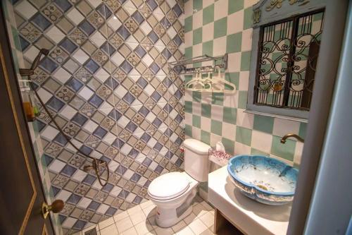 A bathroom at Liuqiu Antique Tea House