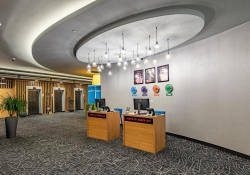 O saguão ou recepção de Park Inn by Radisson Jubail Industrial City