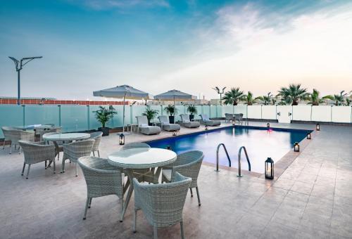 A piscina localizada em Park Inn by Radisson Jubail Industrial City ou nos arredores