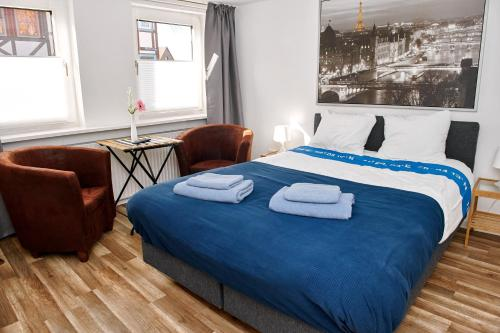 A bed or beds in a room at Townhouse Duderstadt