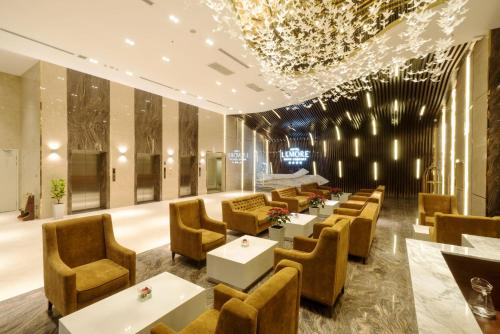 A restaurant or other place to eat at LeMore Hotel Nha Trang