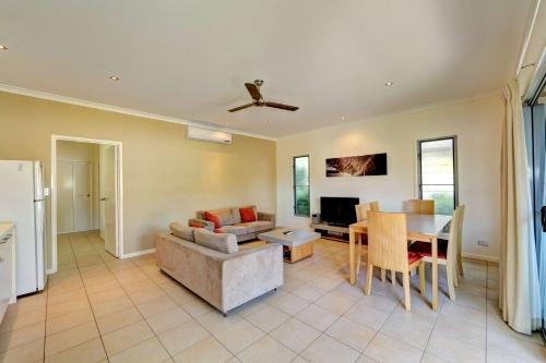 A seating area at Woodgate Beach Houses