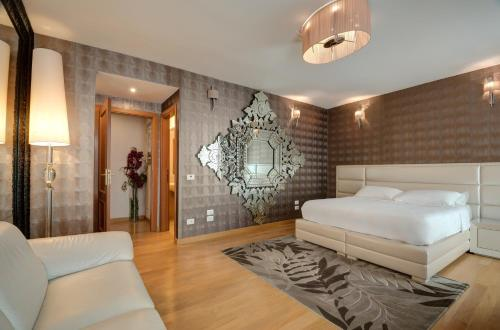 A bed or beds in a room at Penthouse Suite Rome