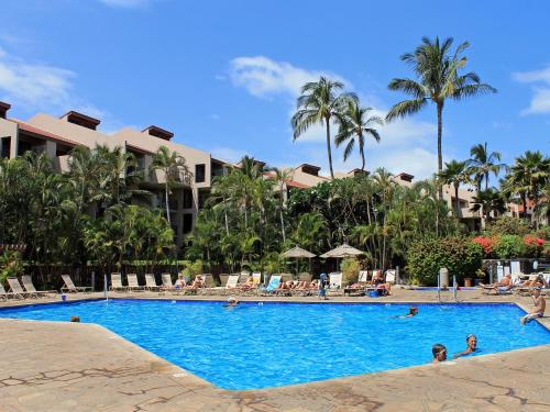 The swimming pool at or near Castle Kamaole Sands