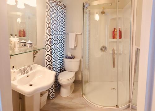 A bathroom at Treadwell Inn