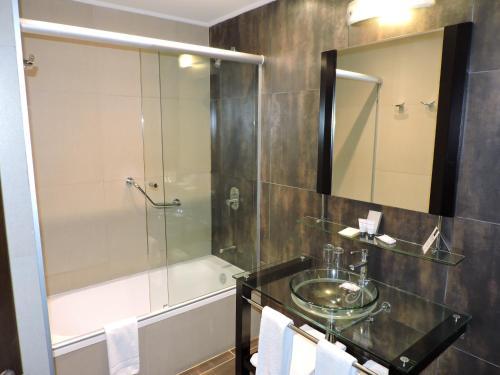 Un baño de Regency Park Hotel + Spa