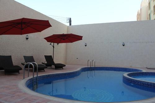 The swimming pool at or near Al Sadarah Apartment Hotel