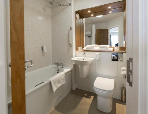 A bathroom at Starling Cloud, Aberystwyth by Marston's Inns