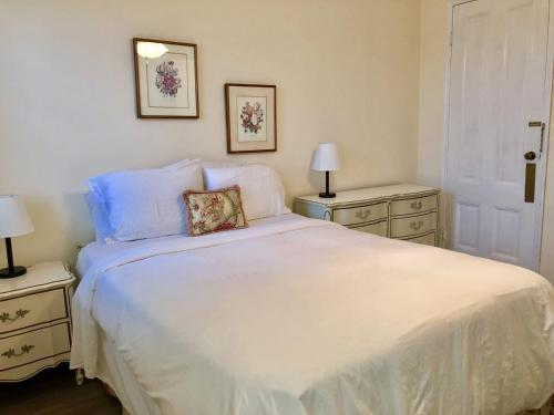 Кровать или кровати в номере Edgehill Manor Guest House