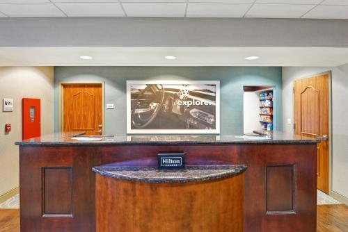The lobby or reception area at Hampton Inn & Suites Wilkes-Barre