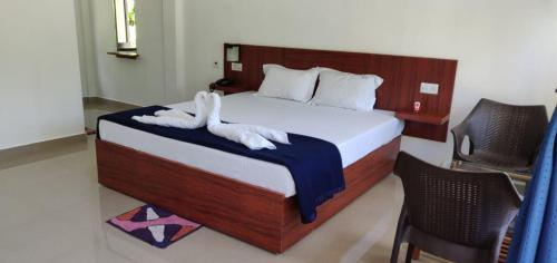 A bed or beds in a room at Hotel Exotica Squares