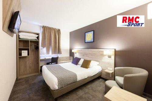 Un ou plusieurs lits dans un hébergement de l'établissement Brit Hotel Saumur