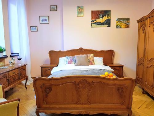 Un pat sau paturi într-o cameră la Vibe Chmielna 16