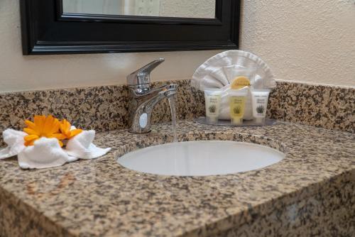 A bathroom at Sea Breeze Inn - San Simeon