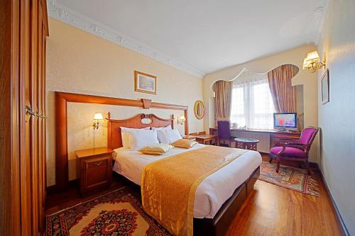 Postel nebo postele na pokoji v ubytování Azade Hotel