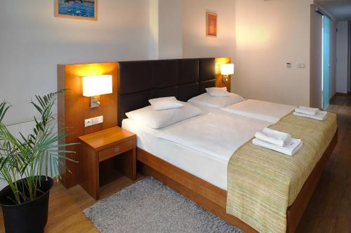 A bed or beds in a room at Hotel Ankora