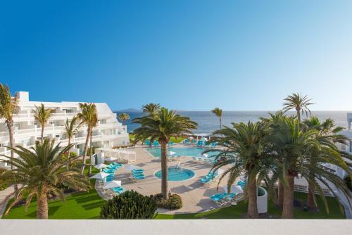 Uitzicht op het zwembad bij Iberostar Selection Lanzarote Park of in de buurt