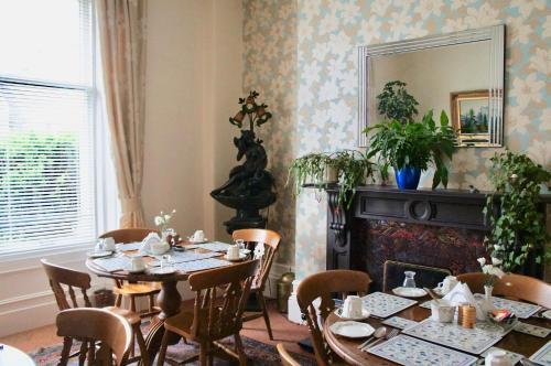 A restaurant or other place to eat at Camillia Guest House