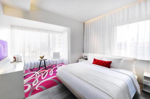 A bed or beds in a room at Mode Sathorn Hotel