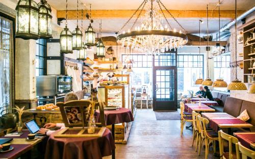 מסעדה או מקום אחר לאכול בו ב-Baltic Hotel Vana Wiru