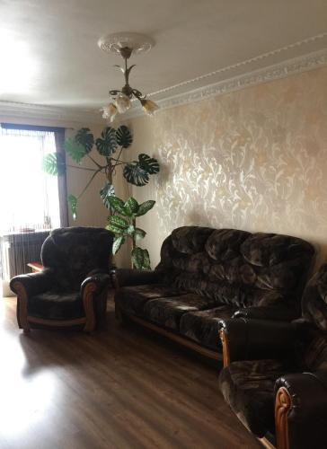 A seating area at Apart na Himnaziinoi naberezhnii