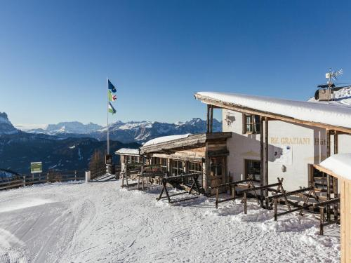 Rifugio Graziani Hütte during the winter