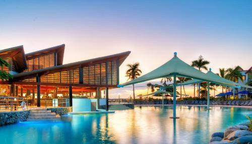 The swimming pool at or close to Radisson Blu Resort Fiji