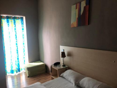 Ένα ή περισσότερα κρεβάτια σε δωμάτιο στο Ξενοδοχείο Κεντρικόν