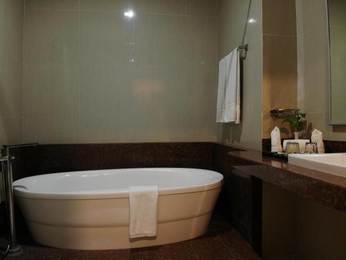 A bathroom at Muara Hotel and Mall Ternate