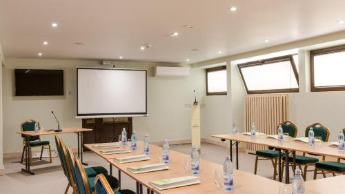 The business area and/or conference room at Hotel Herastrau