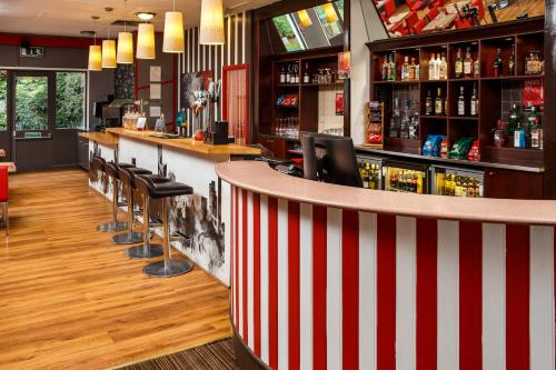 The lounge or bar area at ibis Birmingham Centre Irving Street