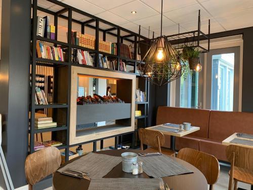 Ein Restaurant oder anderes Speiselokal in der Unterkunft Hotel In den Brouwery