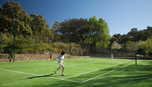 Tennis and/or squash facilities at Molino Rio Alajar or nearby