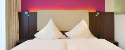 Letto o letti in una camera di Hotel Deutsche Eiche
