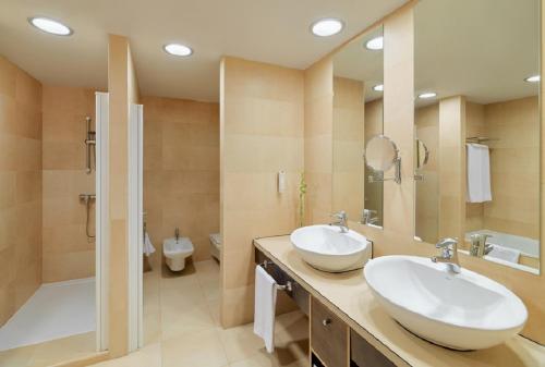 Un baño de Adrián Hoteles Roca Nivaria