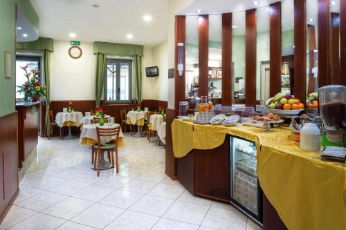 A restaurant or other place to eat at Hotel Dorè