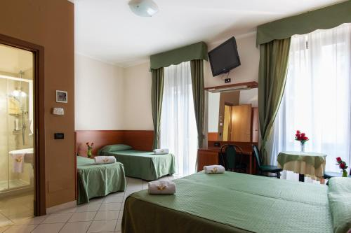 A bed or beds in a room at Hotel Dorè