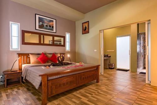 Ein Bett oder Betten in einem Zimmer der Unterkunft Koh Mak Ao Kao White Sand Beach