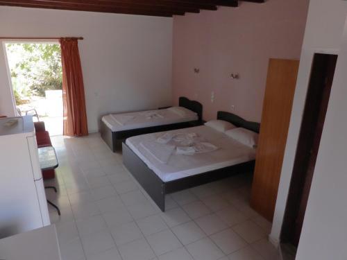 Ein Bett oder Betten in einem Zimmer der Unterkunft Ledakis Studios