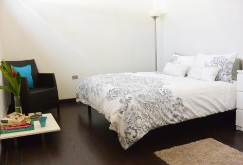 A bed or beds in a room at Zen Retreat City Centre