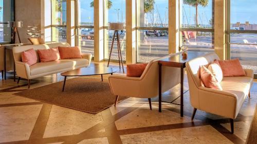 Uma área de estar em Real Marina Hotel & Spa