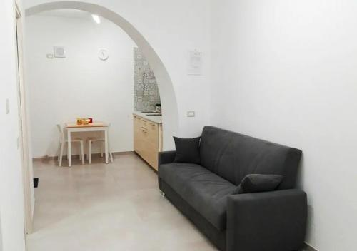 A seating area at La Dimora dei Longobardi Studio Apartment