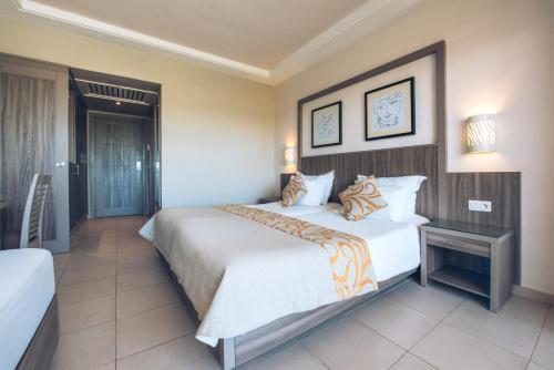 Een bed of bedden in een kamer bij Iberostar Mehari Djerba