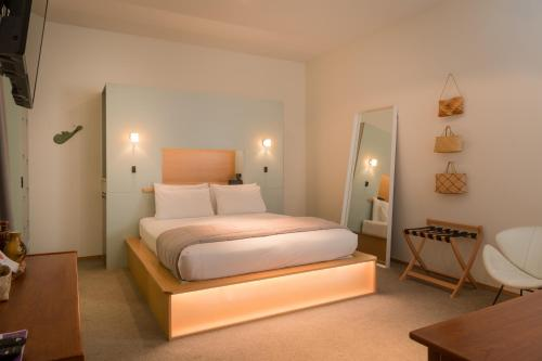 A bed or beds in a room at Ohtel Wellington