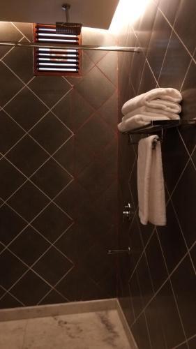 A bathroom at Ekaa Villa - A Boutique Hotel
