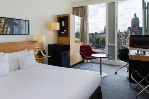 A bed or beds in a room at DoubleTree by Hilton Amsterdam Centraal Station