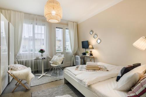 Letto o letti in una camera di Old Town Studio Apartment